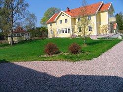Huset Oscar med 14 enkelrum och matsalen