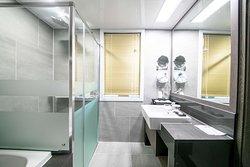 Deluxe Family Twin Bathroom 2
