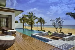 Private pool and lounge area in 3-bedroom Beachfront Villa