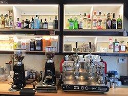 Die Bar mit hervorragendem Kaffee und allem was Genießer brauchen...