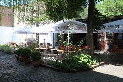 der abgeschlossene Hof mit 60-80 Plätzen in der Brotfabrik mitten in Frankfurt