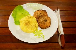 """Homemade cutlet"" with mashed potatoes"