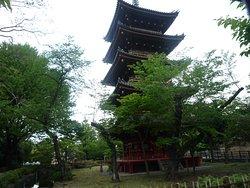 Five-storied pagoda ueno02