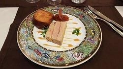 Marbré de Foie Gras, Piment d'Espelette, Brioche, chutney de poivrons rouge