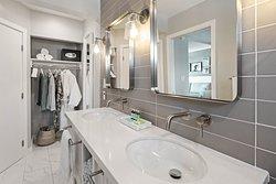 Mainsail Double Bathroom