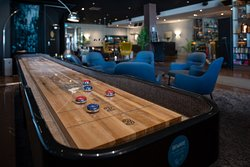 Shuffleboard i lobbyn