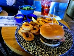 Tennessee Burger with chips, salad, sauces & onion rings