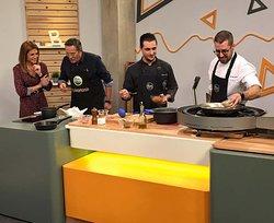 Cocinamos un arroz con codorniz y alcachofas en Ben Trobats,el matinal de La Xarxa TV.