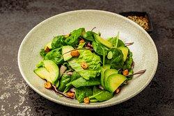 зеленый салат с бобами эдамаме