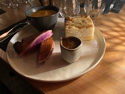 Filet de canette rôti, gratin dauphinois et purée de courge muscadet.