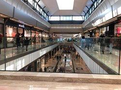 Vue sur le niveau -1 du Centre Commercial Val d'Europe
