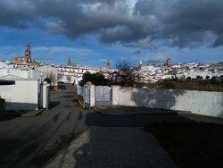 De izd a dch: Santa Catalina, San Bartolomé, San Miguel Arcángel, torre del Reloj y Santa María de la Encarnación.