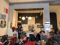 Barbiturici - il locale 1di4 - Bel localino hipster in via Santa Giulia, nel cuore di Vanchiglia a pochissimi passi dalla Mole Antonelliana