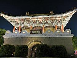 夜晚的台北城東門