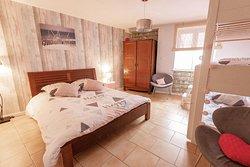 Chambre Familiale avec 1 lit double et 3 lits superposés
