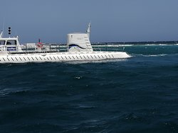 vista del submarino desde el catamaran