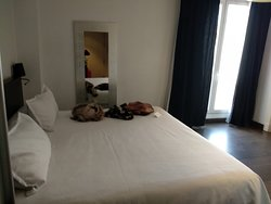 Nuestra habitación, amplia con su señora cama y muy tranquila.