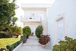 The villas-apartments are located in the beautiful small village Darmarochοri of municipality Kolymbari, 23 km west of Chania in the county of Kissamos. The picturesque resort is surrounded by fields of olive groves and vineyards and is ideal for trekking, riding, cycling and swimming in numerous seasides of the northwest coast. Rodanthi villas are built in an area of two thousand meters full of green olive trees and beautiful vegetation offering panoramic views over the green hills and fantasti