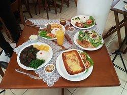 Almoço com qualidade e preço bom. Atendimento perfeito, ambiente agradável e prazeroso além de ótima higiene.
