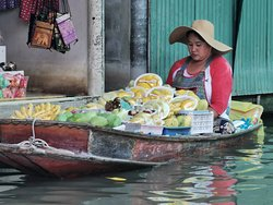 A true image of a floating market