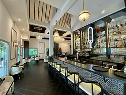 Quentin's Bar and Restaurant - Bar Seating