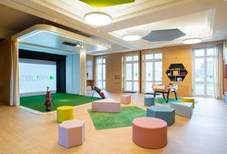 Kids club avec simulateur de jeux intéractifs