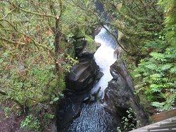 Een waterval bij The Chasm