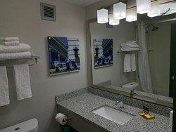 Double Queen Suite Vanity