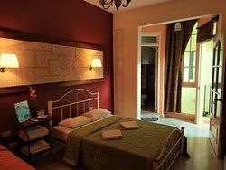 Habitacion (1) intima y espaciosa con todas las comodidades con acceso directo a terraza