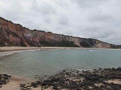 Praia bonita mas sem estrutura