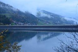 il lago e la diga