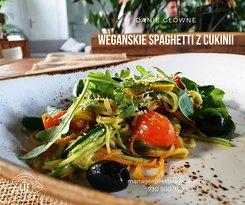 Makaron z cukinii / sos alla alfredo na awokado i nerkowcach / czosnek / marchewka / pomidory cherry / szpinak / oliwki / oliwa truflowa