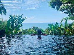 Casa de Frutas pool overlooking the Pacific Ocean
