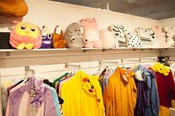 Магазин яркой одежды