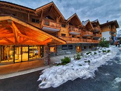 The front of the chalet and entrance area.