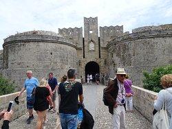 L'une des portes d'accès à la ville médiévale.