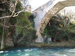 Πέτρινο γεφύρι