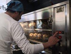 Control de pollos asados.