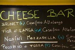 La nostra Cheese Bar è una selezione di formaggi disponibili per i piatti degustazione. La selezione cambia periodicamente