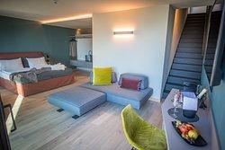 Sky Suite Didi, 37 mq, balcone vista porto e lago al 5 piano, terrazza privata al 6 piano con outdoor jacuzzi riscaldata e vista lago e montagna, suite doppia con possibilità di terzo letto