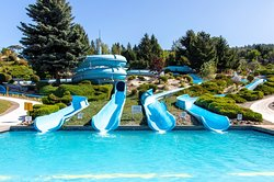 These speedy, twisty body slides will swirl and bank you high into its corners as you accelerate to the landing pool below!