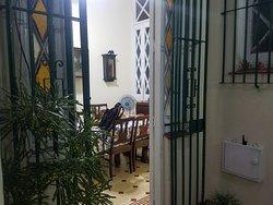 Comedor y puerta con acceso a patio interior