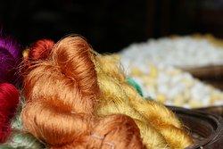 綺麗な糸が飾ってあります。