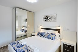 Deluxe apartments - bedroom 1, queen bed
