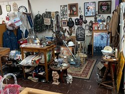 Great selection of Antiques & collectibles!