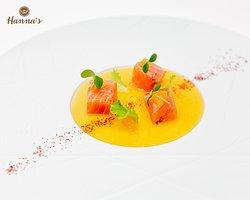 Pepite di salmone marinato con salsa al mandarino.  Marinated salmon nuggets with tangerine sauce.