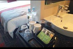 珈琲とお茶、ミネラルウォーター。
