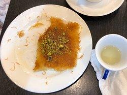 Leckere arabisches Süßes und Snacks.