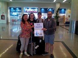 Recibiendo a Rita y su familia en el aeropuerto de Guayaquil hasta montañita.