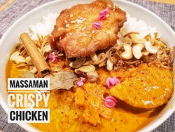 The original home made massaman curry with crispy chicken Thai style come with cashew nut and crispy red onion